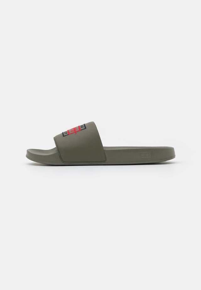 EMBROIDERY SIGNATURE SLIDE - Pantofle - army green