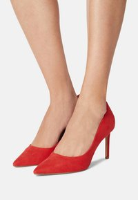 Dorothy Perkins Wide Fit - DASH STILETTO COURT - Tacones - red - 0