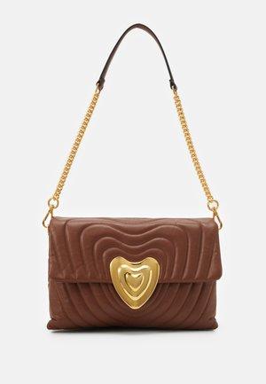 SHOULDER BAG - Handbag - cognac