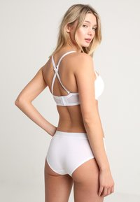 Triumph - BEAUTY FULL ESSENTIAL  - Strapless BH - white