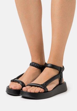 VICTORIA - Sandály na platformě - black