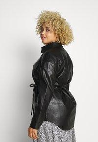 Glamorous Curve - SHIRT JACKETS - Faux leather jacket - black - 2