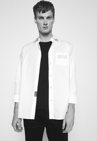 Versace Jeans Couture - Shirt - bianco ottico - 3