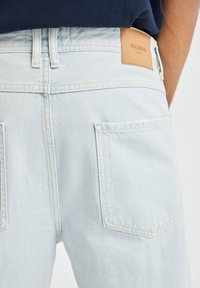 PULL&BEAR - JEANS IM RELAXED-FIT - Slim fit jeans - light-blue denim - 3