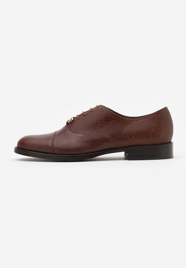 DEEGAN - Veterschoenen - marron