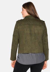 Sheego - Faux leather jacket - dunkelkhaki - 2
