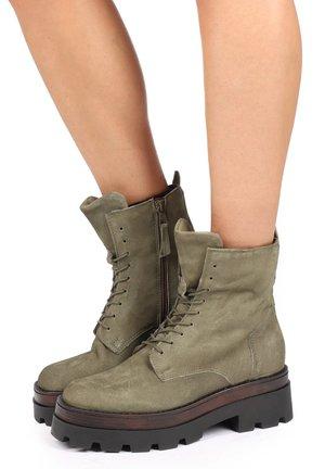 Platform ankle boots - uniform