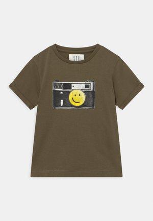 KID - T-shirts print - olive