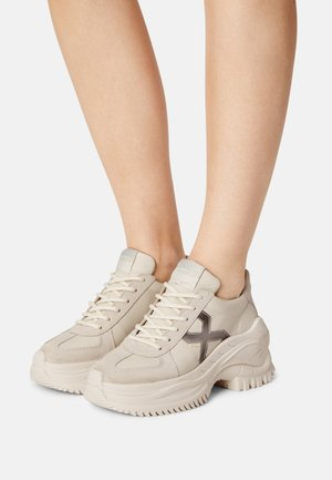 CHAINY - Trainers - off white