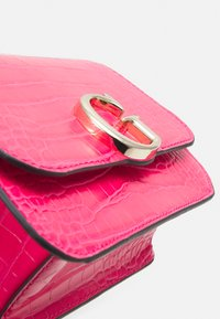 Guess - HANDBAG CORILY CONVERTIBLE XBODY FLAP - Across body bag - pink - 4