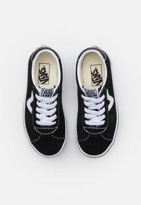 Vans - SPORT UNISEX - Matalavartiset tennarit - black/true white - 3