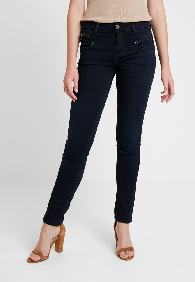 ALEXA HIGH WAIST - Slim fit jeans - shadow