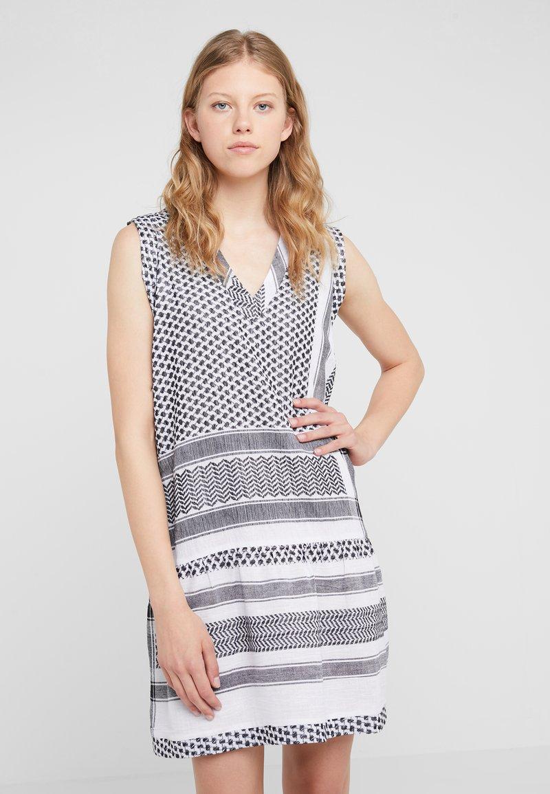 CECILIE copenhagen - DRESS - Vapaa-ajan mekko - black/white