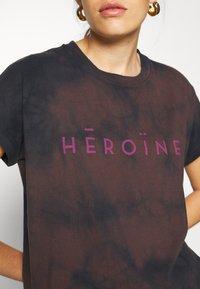 Maison Hēroïne - T-shirt print - midnight - 5