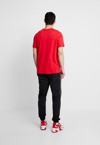 Nike Sportswear - CLUB TEE - Basic T-shirt - university red/white - 2