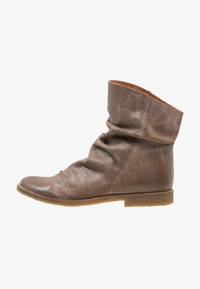 CLASH - Classic ankle boots - camel