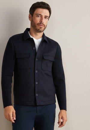 LEGERE  ÄRMELN AUS - Summer jacket - blau