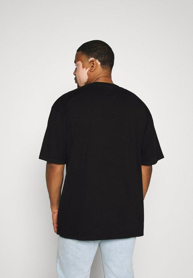 KATAKANA EMBROIDERY - T-shirts med print - black