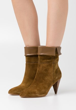 Classic ankle boots - tabac