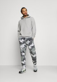 Hollister Co. - Tracksuit bottoms - green camo - 1