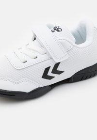 Hummel - AERO TEAM - Handball shoes - white - 5