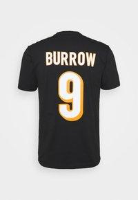 Fanatics - NFL JOE BURROW CINCINNATI BENGALS ICONIC NAME & NUMBER GRAPHIC  - Klubové oblečení - black - 8
