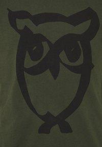 KnowledgeCotton Apparel - ALDER BRUSED OWL TEE - Print T-shirt - forrest night - 2