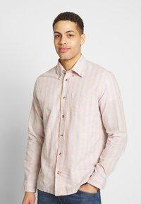 Ben Sherman - CANDY STRIPE SHIRT - Skjorte - peach - 0