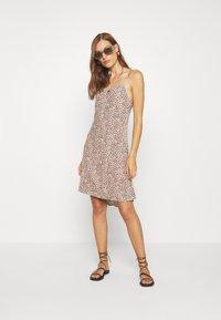 Abercrombie & Fitch - BIAS CUT SLIP DRESS - Vestito estivo - light brown - 1