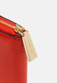 MICHAEL Michael Kors - JET SET CHARM COIN CARD CASE - Wallet - clementine - 3