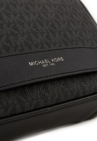 Michael Kors - TRAVEL CASE - Trousse - black - 3