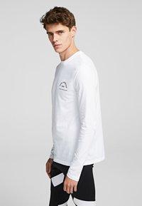 KARL LAGERFELD - KARL LAGERFELD RUE - Langærmede T-shirts - white - 3