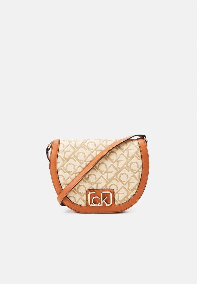 SADDLE BAG - Across body bag - brown