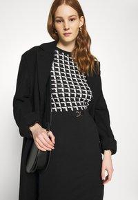 Morgan - Pouzdrové šaty - noir/offwhite - 3