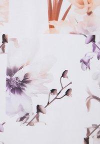 Ted Baker - LYLIE - T-shirt imprimé - white - 6