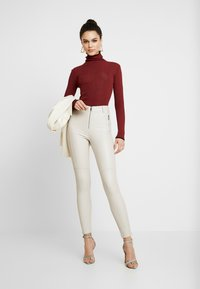 Topshop - MODERN ROLL - Svetr - red twist - 1