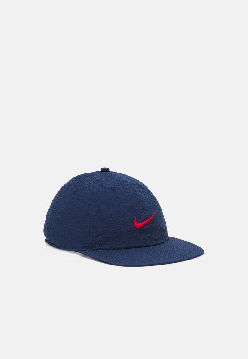 Nike SB - FLATBILL UNISEX - Cap - midnight navy/university red