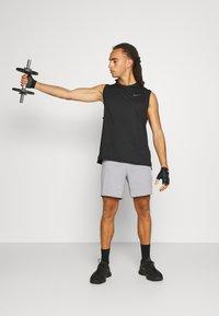 4F - Men's training shorts - Sports shorts - grey - 1