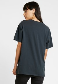 Revival Tee - T-shirt z nadrukiem - mottled dark grey - 2