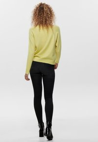 ONLY - LESLY KINGS - Trui - elfin yellow - 2
