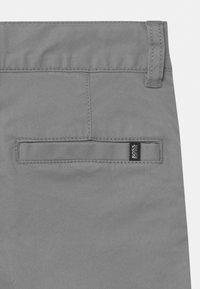 BOSS Kidswear - Chino kalhoty - medium grey - 2