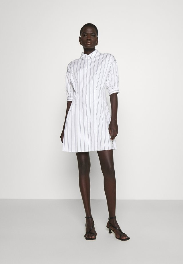 SCULPTURAL DRESS - Sukienka koszulowa - white/multi