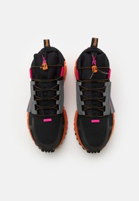 Reebok Classic - ZIG KINETICA EDGE - Sneakersy niskie - black/proud pink - 3