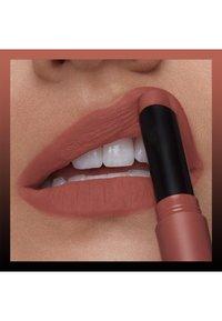 Maybelline New York - COLOR SENSATIONAL ULTIMATTE - Rouge à lèvres - more buff - 2