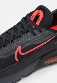 Nike Sportswear - AIR MAX 2090 UNISEX - Baskets basses - black/radiant red/anthracite/white - 5