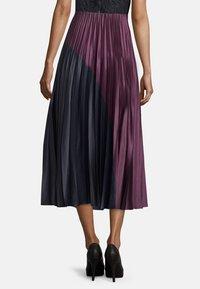 Vera Mont - MIT COLOR BLOCKING - A-line skirt - purple/grey - 2