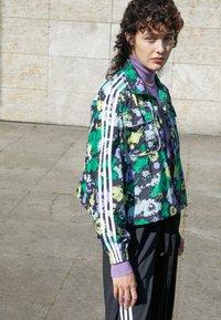 adidas Originals - ORIGINALS TREFOIL MOMENTS WINDBREAKER LOOSE - Training jacket - multicolour - 2
