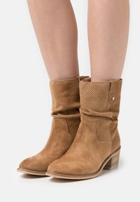 Alpe - NELLY - Classic ankle boots - cognac - 0