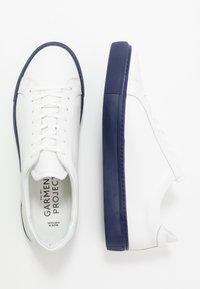 GARMENT PROJECT - TYPE - Tenisky - white/navy blue - 1