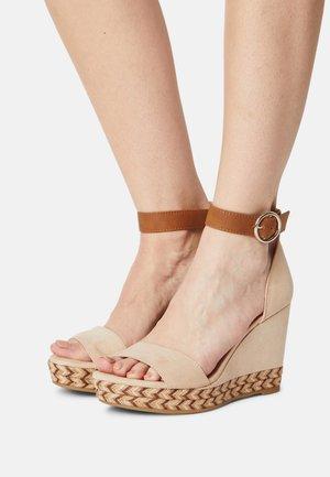 Sandales à plateforme - cream